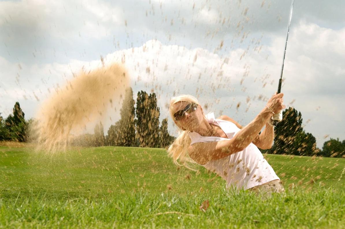 ゴルフ初心者でも出来るダフリの改善策は?