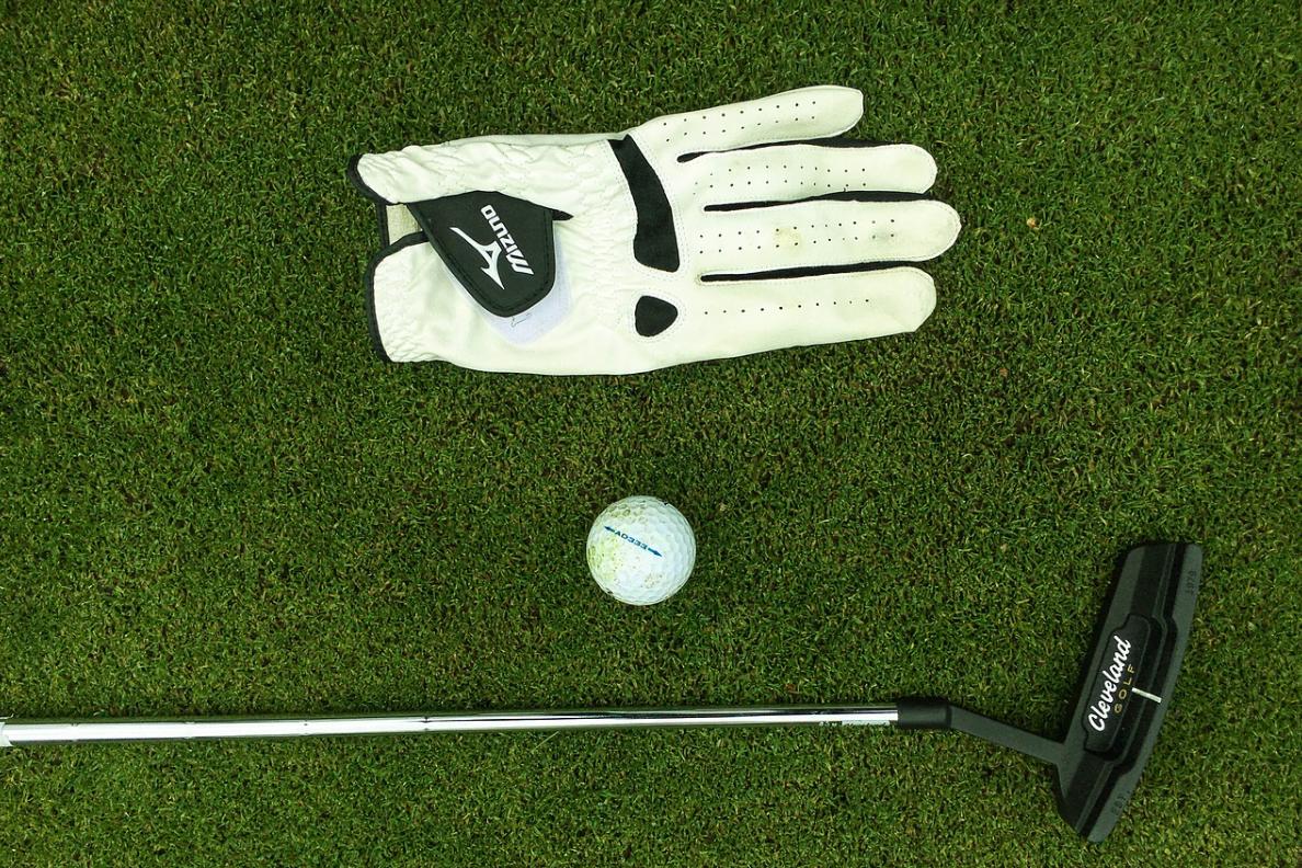 ゴルフで使う手袋って何?おすすめの購入場所や選び方を解説!